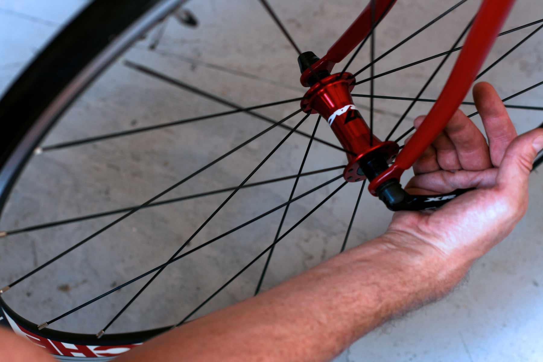 how to fix a lose mountain bike head